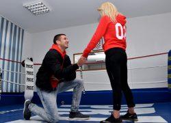 ODRŽANA BOKSAČKA REVIJA U KLISU Prije boksačkog meča zaprosio svoju djevojku