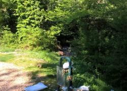 SRAMOTNO! Na izletištu izvora Jadro prepune kante za smeće