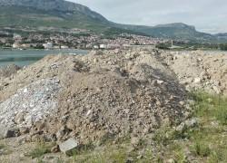 SKANDALOZNO Grad Solin očistio Kosicu pa dopustio odlaganje otpada Vodoprivredi d.d
