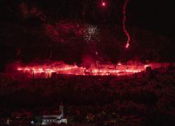 Klišani 'zapalili' tvrđavu u čast Torcide: specijalno za ovu prigodu bila je u mraku kako bi sve još više došlo do izražaja