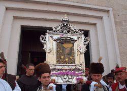 Blagdan je Velike Gospe, u procesiji u Sinju sudjeluje više desetaka tisuća vjernika