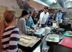 """KUHANJE JE ĐIR!: Uskoro kuharske radionice za mlade, projekt na tragu nekadašnjeg """"domaćinstva"""""""