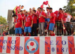 Mravinčani proslavili naslov prvaka, a sad ih čekaju kvalifikacije za ulazak u 3.HNL JUG